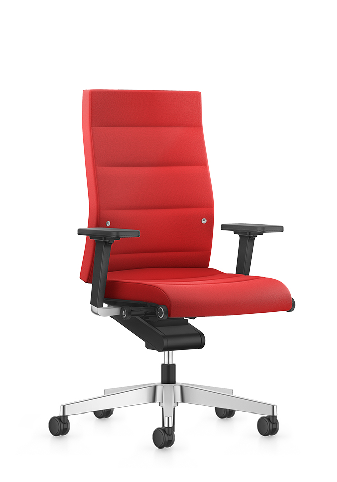Angled front view of the high CHAMP desk chair in red. The black 2D T-armrests and the aluminium base, fitted with black double castors, form a particularly comfortable and functional seating solution.