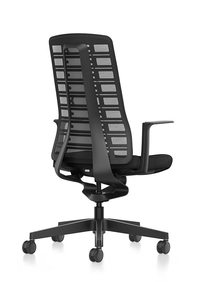 Side view of PURE ergonomic office chair with black mesh backrest, black seat cover, black T-armrests and plastic parts in black, (base, column, among others) with Smart Spring technology | by Andreas Krob & Joachim Brüske, b4k